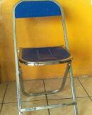silla plegable de metal con grabado