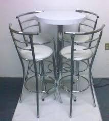 mesas con sillas periqueras tipo bar